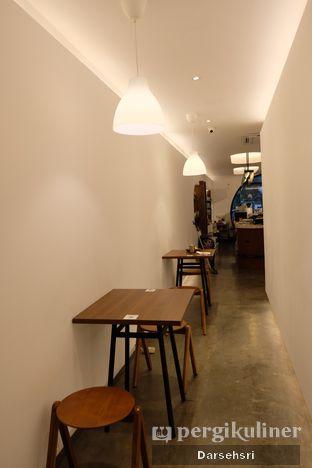 Foto 3 - Interior di Routine Coffee & Eatery oleh Darsehsri Handayani
