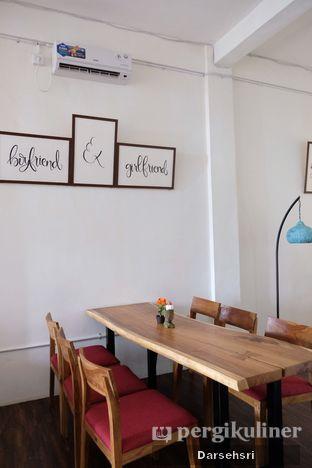 Foto 10 - Interior di Groots Coffee oleh Darsehsri Handayani