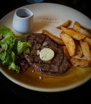 Foto 3 - Makanan(Sirloin Steak) di Above and Beyond oleh Fadhlur Rohman