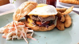 Foto 4 - Makanan(Beef American Burger) di Atlast Kahve & Kitchen oleh Komentator Isenk