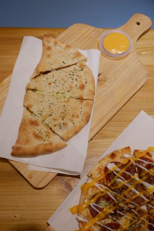Foto 21 - Makanan di Monster Cheese Pizza oleh yudistira ishak abrar