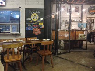 Foto 6 - Interior di Speedlife Cafe oleh LuvOrin Happy