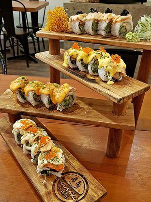 Foto 2 - Makanan(Salmon 4 ways) di Housaku Sushi & Bento oleh Cynthia