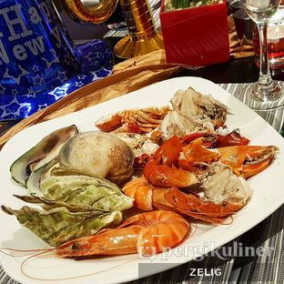 Foto 1 - Makanan(Seafood Fiesta) di Collage - Hotel Pullman Central Park oleh @teddyzelig