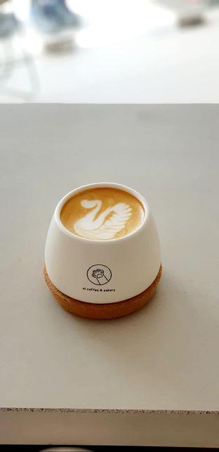 Foto - Makanan(hot latte) di Oi Coffee & Eatery oleh jun gisrinda