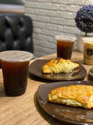 Foto review Y Bakery & Coffee oleh Jeljel  2