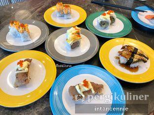 Foto 16 - Makanan di Sushi Go! oleh bataLKurus