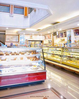 Foto 6 - Interior di French Bakery oleh @kulineran_aja