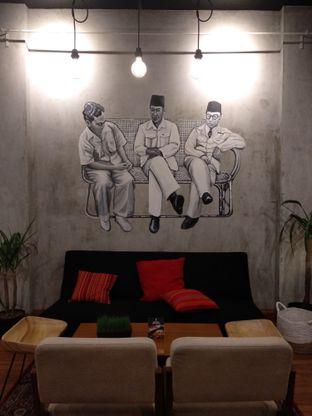 Foto 5 - Interior di Diskusi Kopi dan Ruang Berbagi oleh Eunice