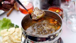 Foto 10 - Makanan(Sop Buntut) di Maximo Resto & Garden - Puri Setiabudhi Residence Hotel oleh @demialicious