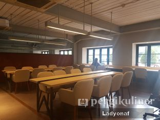 Foto 7 - Interior di Hiveworks Co-Work & Cafe oleh Ladyonaf @placetogoandeat