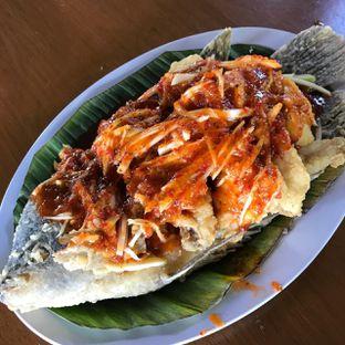 Foto 3 - Makanan(Gurame goreng saus spesial gurih 7) di Gurih 7 oleh Pengembara Rasa