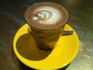 Foto 1 - Makanan(Hot Mochaccino (35k), ) di Coffee Smith oleh Renodaneswara @caesarinodswr