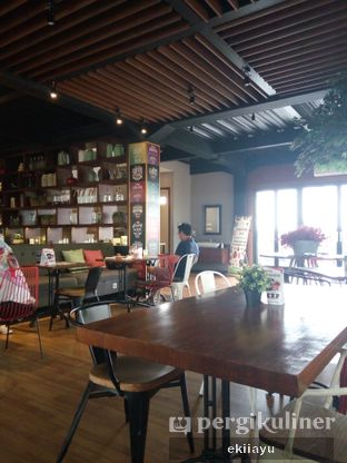 Foto 5 - Interior di Royale Bakery Cafe oleh Eki Ayu || @eatmirer