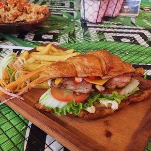 Foto 1 - Makanan di ROOFPARK Cafe & Restaurant oleh @juvenilegastronome