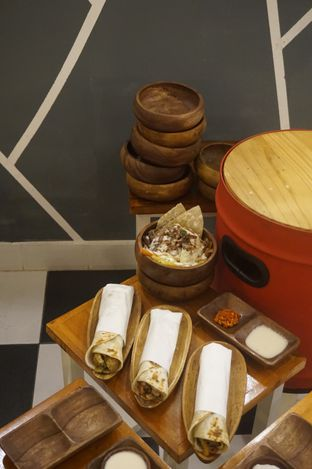 Foto 14 - Makanan di Emado's Shawarma oleh yudistira ishak abrar