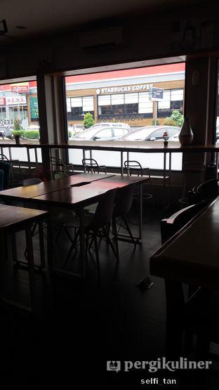 Foto 6 - Interior di Workroom Coffee oleh Selfi Tan