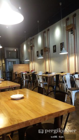 Foto 6 - Interior di Holy Noodle oleh Selfi Tan