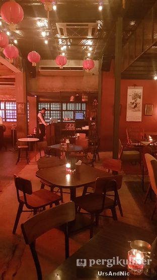 Foto 17 - Interior di Pao Pao Liquor Bar & Dim Sum oleh UrsAndNic