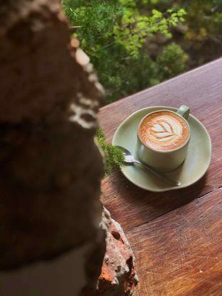 Foto 2 - Makanan(Hot Cappuccino) di Sama Dengan oleh Fadhlur Rohman