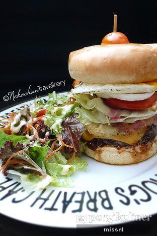 Foto 1 - Makanan(Aussie Burger) di Hog's Breath Cafe oleh Andriani Wiria