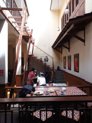 Foto 5 - Interior di Warung Kopi Purnama oleh Christ the Eater