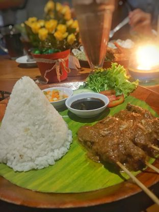 Foto 1 - Makanan(Sate Sapi Kebon Awi) di Kebon Awi Kaffee oleh Fadhlur Rohman