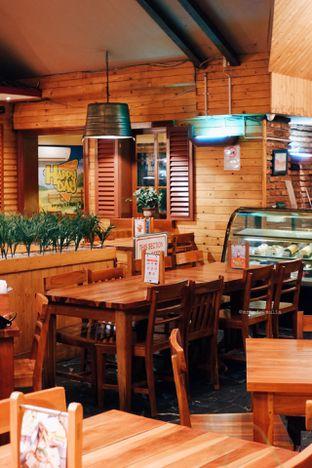 Foto 9 - Interior di Happy Day oleh Indra Mulia