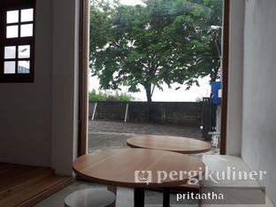 Foto 3 - Interior di The Neighbors Cafe oleh Prita Hayuning Dias