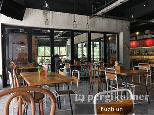 Foto 2 - Interior di Routine Coffee & Eatery oleh Muhammad Fadhlan (@jktfoodseeker)