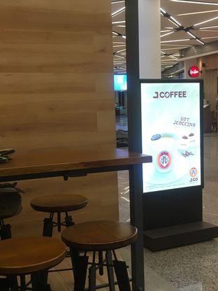 Foto 7 - Interior di J.CO Donuts & Coffee oleh Prido ZH