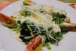 Foto 3 - Makanan(Caesar Salad) di Warlaman oleh Novita Purnamasari