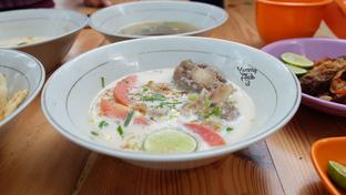 Foto 3 - Makanan di Soto & Sop Khas Betawi Bang Nawi oleh Yummyfoodsid