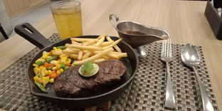 Foto 2 - Makanan(AUS sirloin steak (IDR 180k)) di Maison Tatsuya oleh Renodaneswara @caesarinodswr
