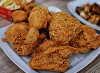 Ayam Kampung vs Ayam Broiler, Apa Bedanya?