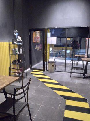 Foto 12 - Interior di FIX Burger oleh Prido ZH