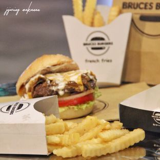 Foto 4 - Makanan di Bruces Burgers oleh Ika  Agustin