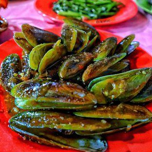 Foto 1 - Makanan(Kerang Ijo Saos Padang) di Seafood Kalimati 94 Mulyono oleh Christian @EatWithKoko