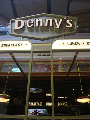 Foto 19 - Eksterior di Denny's oleh Levina JV (IG : @levina_eat & @levinajv)
