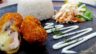 Foto 5 - Makanan(Nasi Cordon Bleu) di Koma Cafe oleh 08_points