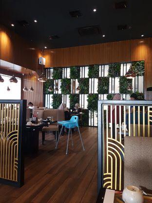 Foto 4 - Interior di Hachi Grill oleh Olivia @foodsid