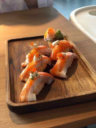 Foto 4 - Makanan(salmon belly sushi) di Gion Japanese Grill & Chill oleh Budi Lee