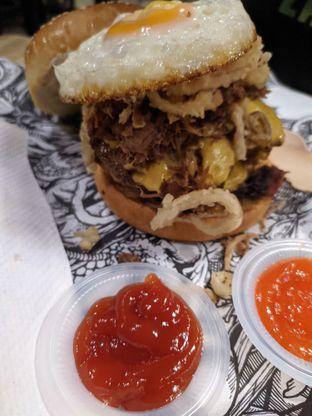 Foto 1 - Makanan di Lawless Burgerbar oleh Deb