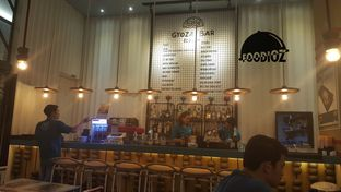Foto 2 - Interior di Gyoza Bar oleh IG: FOODIOZ