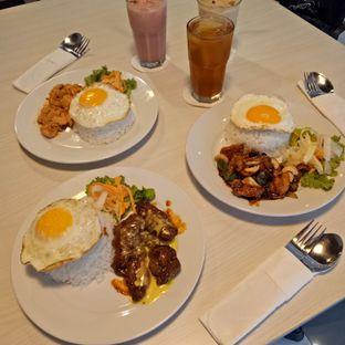 Foto 1 - Makanan(Kanan Kung Pao Chicken, Buffalo Chicken Cheesy dan atas Salted Egg Chicken) di Omaha Coffee & Eatery oleh 33eat