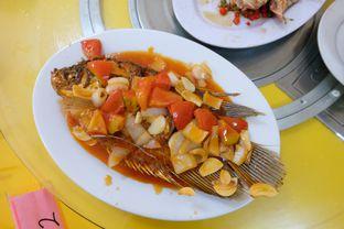 Foto 3 - Makanan(Ikan Asam Manis) di Hung Fu Low (Hong Fu Lou) oleh Claudia @grownnotborn.id