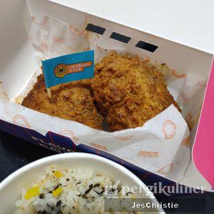 Foto 2 - Makanan(Moon Fried Chicken + Jumeokbap Rice) di Moon Chicken oleh JC Wen