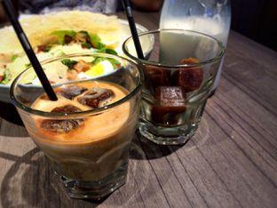 Foto 2 - Makanan(Coffe Cubes and Milk) di Bakerzin oleh Didit