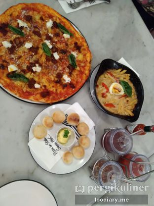 Foto review Pizza Marzano oleh @foodiaryme | Khey & Farhan 4