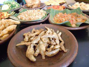 Foto 3 - Makanan di Waroeng SS oleh Olivia @foodsid